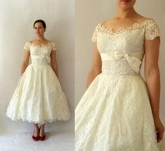 1950s Vintage Wedding Dress - 50s Ivory Lace Tea Length Wedding Gown - Map of my Heart