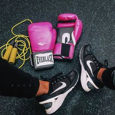 Great Fitness Ideas That Get You Into Shape. Having a higher level of fitness is a fantastic goal to have. Getting fit probably seems like a monumental undertaking, especially if you are starting from Kick Boxing, Boxing Girl, Boxing Workout, Workout Gear, Workout Equipment, Fitness Workouts, Fitness Motivation, Fitness Goals, Fitness Tips