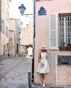 In the prettiest @solacelondon dress on the prettiest little street  http://ift.tt/1Tvn45b #liketkit by chrisellelim