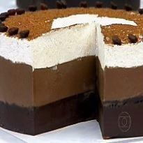 Chocotino (Torta Capuccino): INGREDIENTES: 600 g de chocolate meio amargo 200 ml de café coado forte e quente Meia xícara (chá) de licor de café 1 envelope de gelatina incolor ...