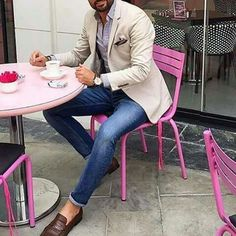 Suit jackets are for your all formal look. Here is how you can make your formal style a bit more interesting and stand out in the crowd. Mens Fashion Blog, Look Fashion, Fashion Sale, Fashion Outlet, Paris Fashion, Fashion Fashion, Runway Fashion, Fashion Trends, Casual Wear