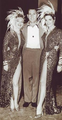 "Marilyn Monroe & Jane Russell in ""Gentlemen Prefer Blondes"" Hooray For Hollywood, Hollywood Icons, Golden Age Of Hollywood, Vintage Hollywood, Hollywood Stars, Classic Hollywood, Hollywood Actresses, Jane Russell, Gentlemen Prefer Blondes"