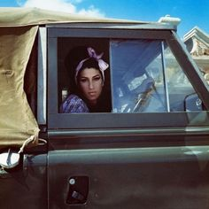 Amy Winehouse in a Land Rover Series.