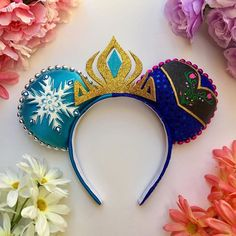 Taking a trip to a Disney park simply isn't the same without mouse ears. Even if Mickey isn't your favorite character, the iconic headpiece is quintessential Disney Cute, Diy Disney Ears, Disney Minnie Mouse Ears, Walt Disney, Disney Hair, Disney Ears Headband, Disney Headbands, Ear Headbands, Disneyland Ears