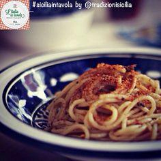 Per cena pensavamo ad un piatto della piú antica cucina povera siciliana: la 'Pasta cu' l'anciovi e muddica atturrata' #italiaintavola #sici...