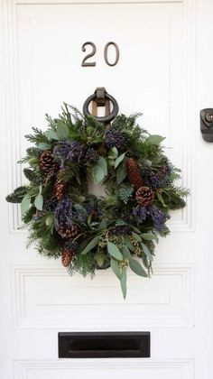 10 Elegant Holiday Wreath Ideas 2019 Looking for creative Holiday Christmas wreath ideas? Try something new this year and make your own decorative holiday wreath! Christmas Door, Winter Christmas, Christmas Holidays, Christmas Crafts, Christmas Decorations, Holiday Decor, Happy Holidays, Holiday Ideas, Diy Wreath