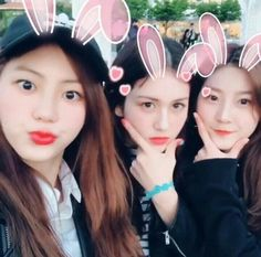 Mom and onni Young Actresses, Korean Actresses, High School Love, Jeon Somi, Ioi, Cute Gif, Instagram Feed, Best Friends, Couples