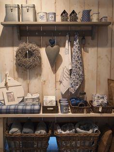 Een woon en cadeauwinkel, in een landelijke Scandinavische stijl.
