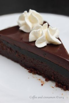 Chocolate cake with liquorice jelly and liquorice chocolate ganache Chocolate Butter, Chocolate Ganache, Chocolate Cakes, Sweet Recipes, Cake Recipes, Dessert Recipes, Different Kinds Of Cakes, Chocolate Dreams, Sour Candy