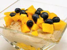 Prima vullend ontbijt of 4-uurtje! #bananenpap #griesmeel #semoule #topontbijtjes Fruit Salad, Cantaloupe, Mango, Food, Manga, Fruit Salads, Essen, Meals, Yemek