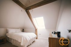 Oak and stainless steel frame in light filled bedroom Oak Bedroom, Bedroom Ideas, Oak Frame House, Timber Frame Homes, Steel Frame, Cosy, Home And Family, House Ideas, House Design