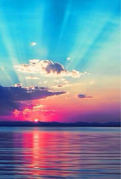 Beautiful sunset over the ocean. I think if you Quinn, in these beautiful images! Beautiful Sunset, Beautiful World, Beautiful Places, Pretty Pictures, Cool Photos, Beautiful Ocean Pictures, Sunset Pictures, Sunset Photos, Belle Photo