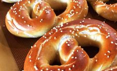 Pretzel ακούτε και pretzel δε βρίσκετε; Ε σας έχουμε μια πολύ ωραία... Biscotti, Doughnut, Tea Time, Food And Drink, Cooking, Sweet, Desserts, Foods, Christmas