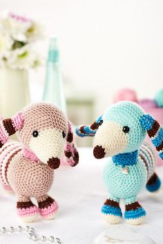 FREE PATTERN  Molly and Max dachshunds pattern by Moji-Moji Design from LGC Knitting & Crochet issue 69