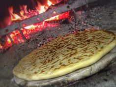 Torta Al Testo in the oven The World Is Flat, Eating Alone, Grill Pan, Grilling, Pizza, Baking, Desserts, Pray, Drink