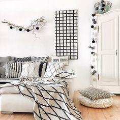 Ich wünsche Euch einen schönen Mittwoch !  Hier seht ihr meine neue Lichterkette von @good__moods  Vielen Dank an @marionhellweg & @good__moods für den tollen Gewinn  ( Falls jemand die Farbauswahl ⚪️⚫️wissen will : White/Light Grey/Mid Grey und Black ) #interiordesign#interiorstories#interior123#interior4all#interiorforinspo#interiordesign#solebich#wohnen#blackandwhite#mystylewednesday#küchenkonfetti#wohnkonfetti#nordicminimalism#interior9508#whitehome#weekendinspo#dream_interiors#in...
