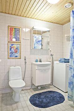 Kaupunkikoti Kajo in Mikkeli / bathroom. You can rent the flat! Alcove, Beautiful Homes, Bathtub, Flat, Canning, Bathroom, House Of Beauty, Standing Bath, Washroom