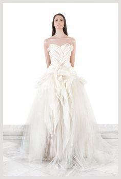 Krikor Jabotian 2012 - The girl from the temple Bridal Dresses, Wedding Gowns, Krikor Jabotian, High Fashion Dresses, White Fashion, Beautiful Outfits, Beautiful Clothes, Wedding Styles, Wedding Ideas