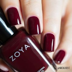 If you are a big fan of manicure, you can not miss the Essie brand. Vegan Nail Polish, Zoya Nail Polish, Nail Polish Trends, Nail Polish Colors, Manicure And Pedicure, Burgundy Nails, Red Nails, Pretty Nail Colors, Pretty Nails