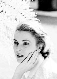 Grace Kelly photographed by Loomis Dean, 1954
