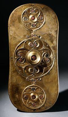 Battersea Shield (77x34 cm 34 kg) 350 BC - 50 BC. [1920x1106] Celtic shield.