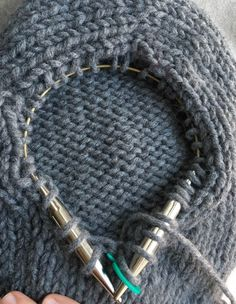 To finish, cut yarn, leaving an tail. Remove the first stitch from the right needle and pull on the loop of the stitch to bring the tail through so that there is no longer a loop, just a tail. Thread the tail through the remaining stitch on right needle. Knit Cardigan Pattern, Sweater Knitting Patterns, Jacket Pattern, Knitting Socks, Knitting Designs, Knitting Stitches, Knit Patterns, Free Knitting, Gilet Mohair