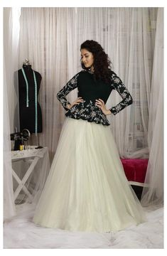 Gown Party Wear, Party Wear Indian Dresses, Designer Party Wear Dresses, Indian Gowns Dresses, Dress Indian Style, Indian Fashion Dresses, Indian Designer Outfits, Indian Wedding Outfits, Designer Gowns
