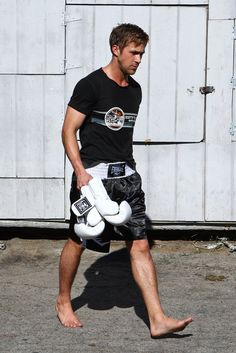 ryan gosling after mma workout Mma Workout, Workout Shirts, Ryan Gosling, Beautiful Men, Beautiful People, Bare Men, Heath And Fitness, Male Feet, Hey Girl
