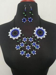 Huichol Art, Beard Jewelry, Crochet Necklace, Beaded Necklace, Mexican Jewelry, Beaded Jewelry Designs, Different Flowers, Visionary Art, Beaded Flowers