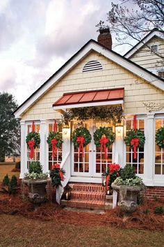 Making Magnolia Wreaths: Schuler Home