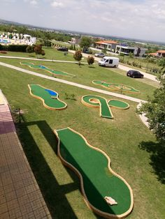 Mini Golf Ltd - Miniature golf plans and layouts. Custom made Miniature golf obstacles. Guide on how to build a minigolf course Golf Putting Green, Backyard Putting Green, Golf Card Game, Golf Cards, Putt Putt Golf, Dubai Golf, Miniature Golf, Golf Tips, Baseball Field