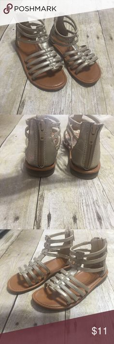 Girls gladiator sandals in excellent condition! Adorable gold gladiators size 11 girls! These are in excellent condition, very little signs of wear. Easy on and off with a zipper back. Cherokee Shoes Sandals & Flip Flops