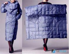 Девушка в пальто-квадрате