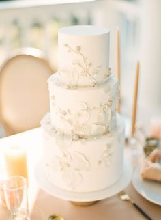 Golden Yellow Charleston Plantation Elopement - Inspired By This country chocolat mariage cake cake country cake recipes cake simple cake vintage Wedding Cake Fresh Flowers, Purple Wedding Cakes, Amazing Wedding Cakes, Fall Wedding Cakes, Elegant Wedding Cakes, Elegant Cakes, Wedding Cake Designs, Wedding Cake Toppers, Gold Wedding