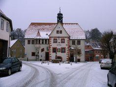 Markt mit Rathaus im Winter , Rastenberg