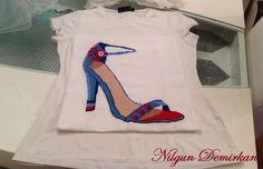 Bakınız ; Nilgün hanım ayakkabı tasarımlarından bir çiftini işlemiş bile ! Bu da benim için bir ilk oldu :) O kadar mutlu oldum ki, sizlerle de paylaşmak istedim :))) Ellerinize sağlık, bu paylaşım için çok teşekkür ediyorum sevgili Nilgün hanımcığım !