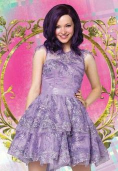 Descendants one Mal. The difference between the first and second is a big jump Dove Cameron Descendants, Descendants Characters, Mal Descendants, Disney Channel Descendants, Outfit Pinterest, Dov Cameron, Dove Cameron Style, Mal And Evie, Disney Decendants