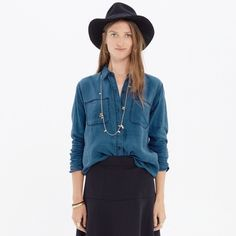 Madewell Indigo Linen Ex Boyfriend Shirt Versatile linen shirt that goes with everything!  Only worn two times.  Size XS from Madewell Madewell Tops Button Down Shirts