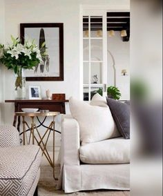 When homeowners invite guests and company into their home typically the first thing that visitors see is the living room, or family room, of the house. Unless there is a foyer before the living roo… My Living Room, Home And Living, Living Room Decor, Living Spaces, Nordic Living, Living Furniture, Coastal Living, Luxury Living, Modern Living