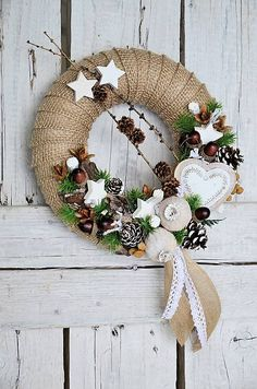 Marys. / Vianočný jutový veniec Grapevine Wreath, Grape Vines, Christmas Wreaths, Halloween, Holiday Decor, Beautiful, Home Decor, Decoration Home, Room Decor