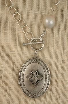 18″ Classic Necklace in Sterling Silver with Bee Locket