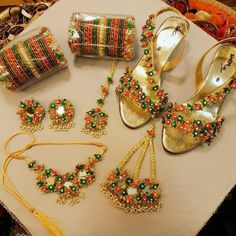 Indian Jewelry Sets, Indian Wedding Jewelry, Bridal Jewelry, Silver Jewelry, Rope Jewelry, Bridal Bangles, India Jewelry, Silver Rings, Flower Jewellery For Mehndi