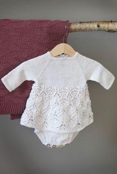 12 oppskrifter til baby i nye KlompeLOMPE-far Crochet Mittens Free Pattern, Baby Sweater Knitting Pattern, Knitted Baby Cardigan, Baby Knitting Patterns, Baby Patterns, Knitted Baby Outfits, Baby Barn, Crochet Bebe, Christmas Knitting