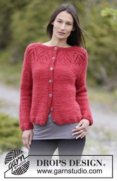 """Knitted DROPS jacket with lace pattern and round yoke in """"Eskimo"""". Size: S - XXXL. ~ DROPS Design"""
