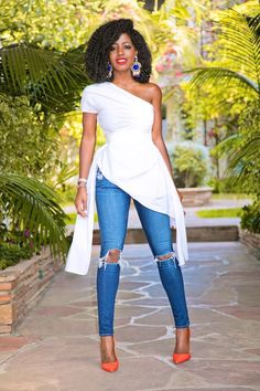 Draped One Shoulder Top + Knee Ripped Jeans (Style Pantry) Best Casual Outfits, Classy Outfits, Chic Outfits, Spring Outfits, Fashion Outfits, Jeans Fashion, Work Outfits, Ripped Jeans Style, Ripped Knee Jeans