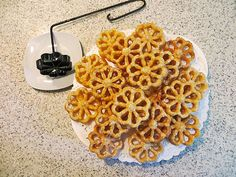 Rosenküchle Source by Doughnuts, Cake Cookies, Allrecipes, Deserts, Brunch, Food And Drink, Sweets, Dinner, Breakfast