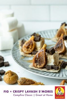 Swap out the graham crackers and make lavash crackers for chocolate smores with figs. Dried Fig Recipes, Bakery Website, Dried Figs, Graham Crackers, Chocolate Recipes, New Recipes, Balance Food, Easy Meals, Tasty