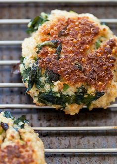 Yummy quinoa + kale patties They sound too healthy to be yummy. but they look too delicious to be healthy! Veggie Recipes, Appetizer Recipes, Whole Food Recipes, Vegetarian Recipes, Cooking Recipes, Healthy Recipes, Quinoa And Kale Recipes, Burger Recipes, Quinoa Spinach