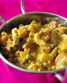 Bonjour et bienvenue dans mon blog cuisine. Aujourd'hui nous allons préparer des légumes Korma. C'est un mélange de légumes cuits dans une sauce savoureuse et douce. Pour faire cette recette indienne, il faut : 500g de légumes coupés en petits morceaux...