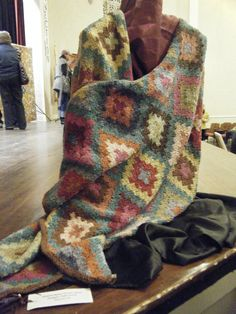 An Evening With Kaffe Fassett, in Pacific Grove, California this past Sunday the 27th of December was fabulous, as expected.  The event was coordinated by two local shops, Monarch Knitting and Qui…